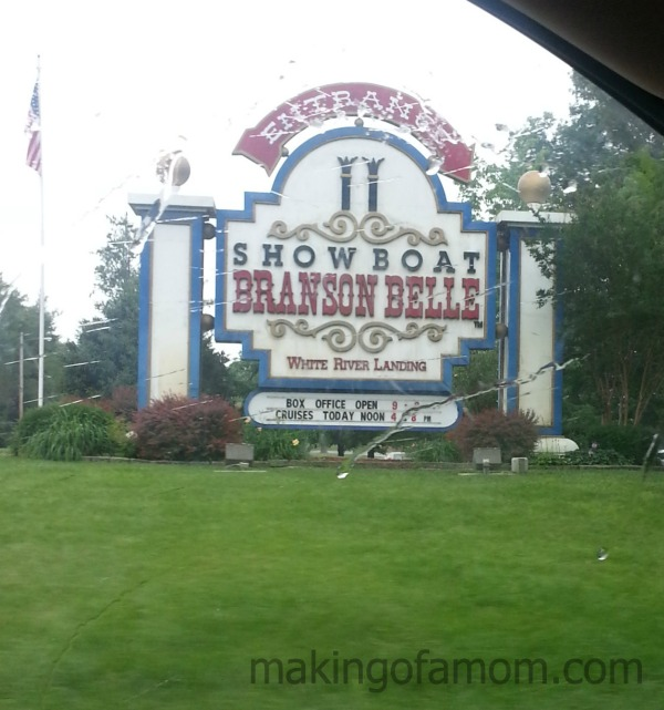 Showboat-Branson-Belle-Sign