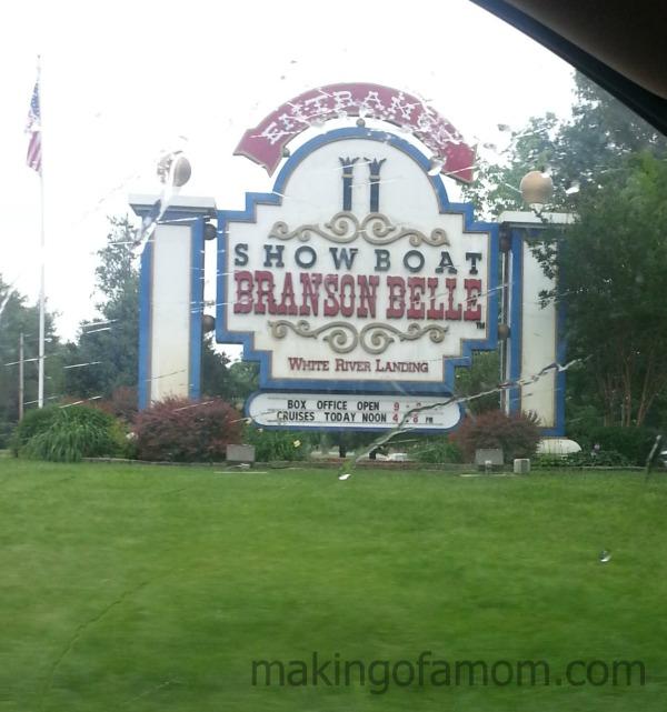 Showboat-Branson-Belle-Sign