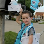DIY: Dress up - Mailman with a vest, mailbag and letters