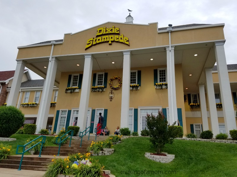 Dixie-Stampede-Front