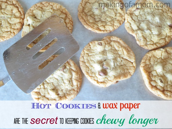 Cookies_and_wax_paper