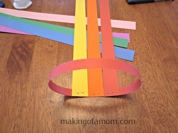 valentine-balloon-attaching-strips-to-base