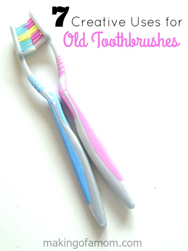 uses-toothbrushes